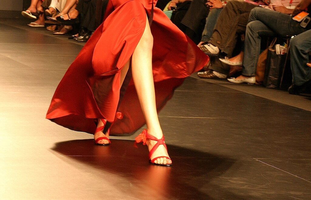 Incorporate your fashion style with feng shui!   Red Lotus Letter